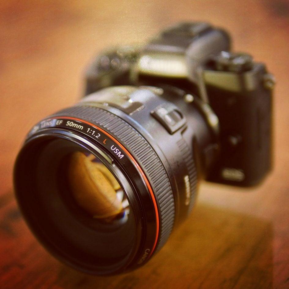 Canon-EOS-M5-EF-50mm-f1-2-2000