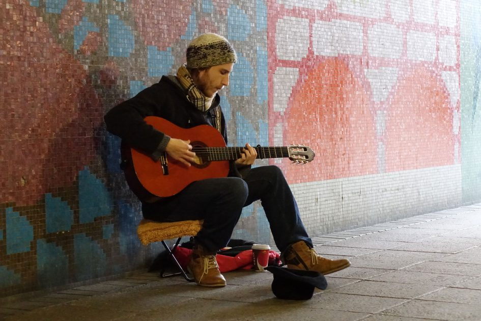 sony_rx10_m2_busker_3000px