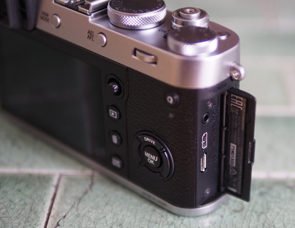 Fujifilm_X100F_ports