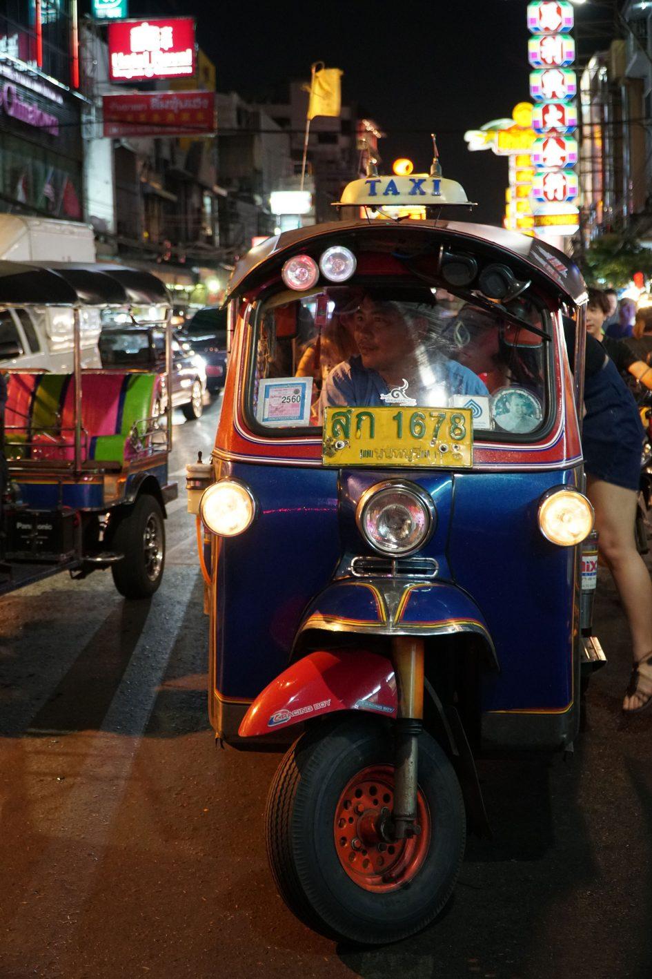 bangkok-chinatown-tuk-tuk-leaving