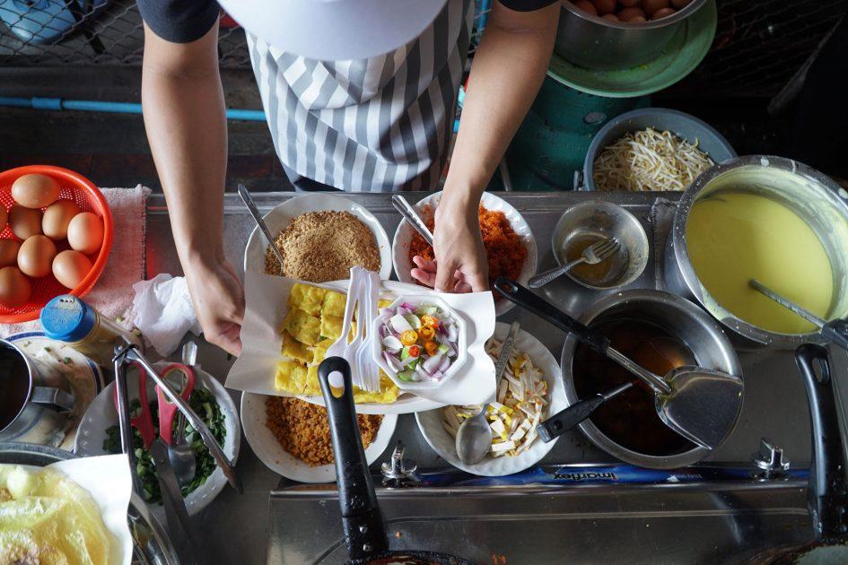 bangkok-omelette-assembly