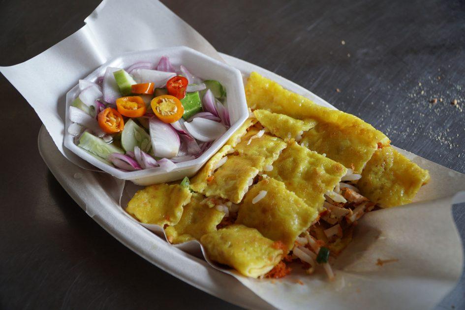 bangkok-oyster-omelette
