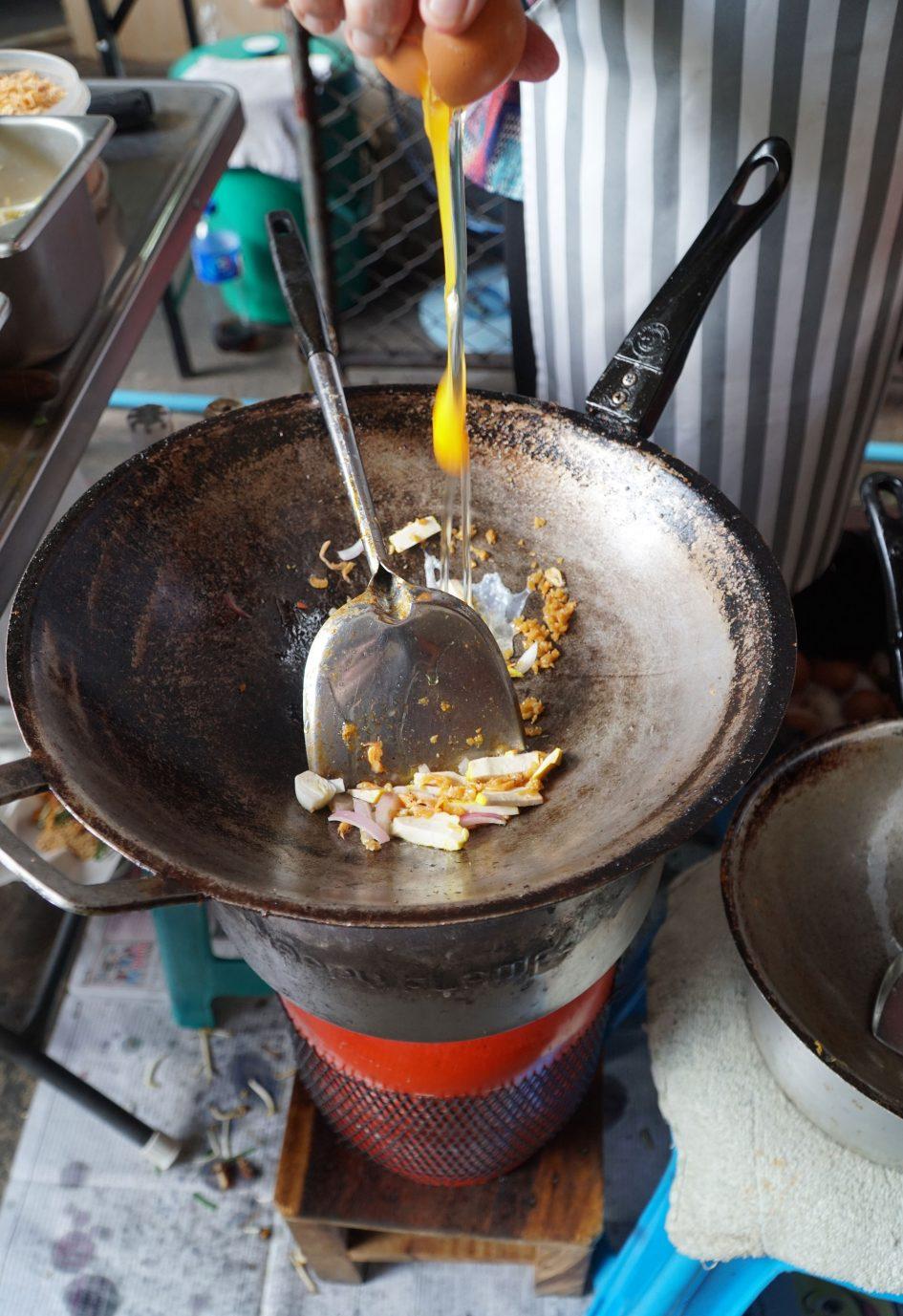 bangkok-pad-thai-cooking