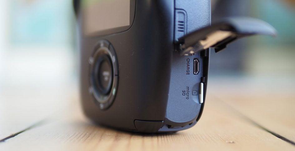 Fujifilm_SQ10_ports