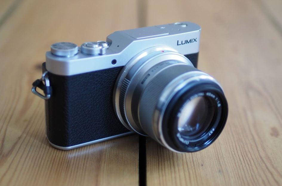 Pana_GX800_45mm_lens
