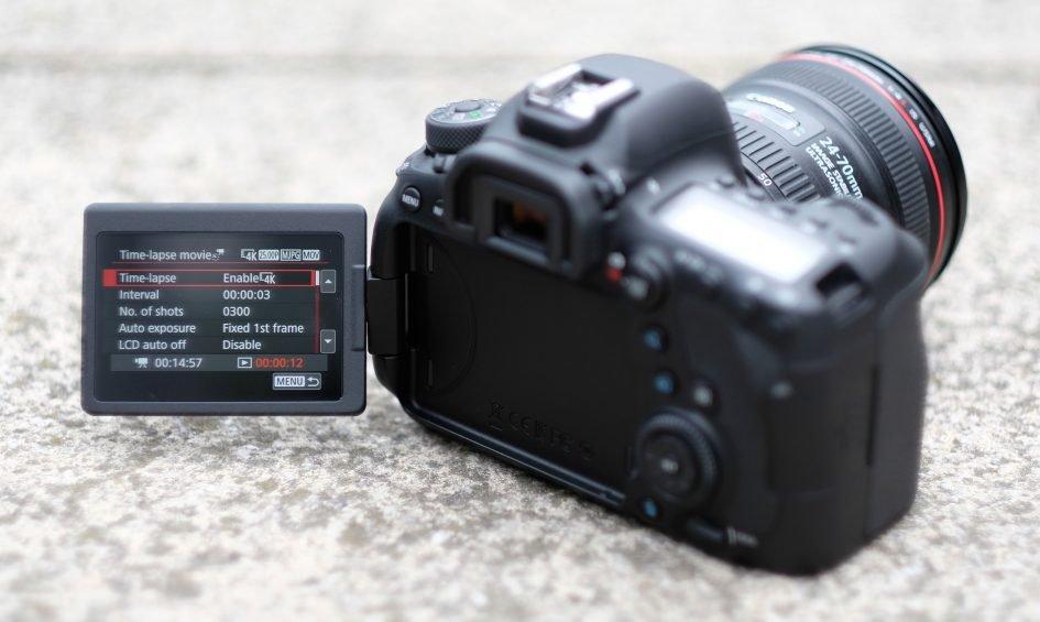 canon-eos-6d-ii-flip-screen-1