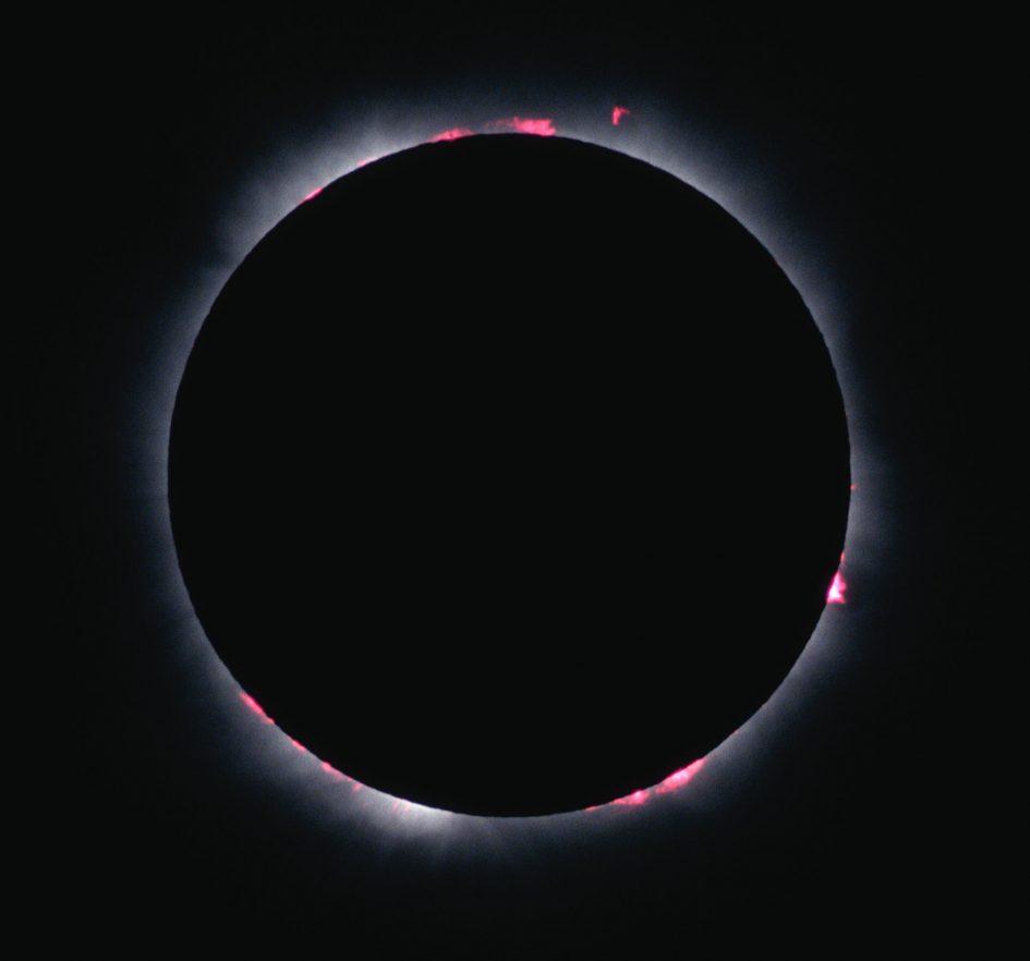 solar-eclipse-1999-prominences