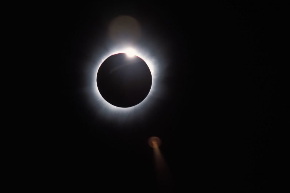 solar-eclipse-2001-diamond-ring