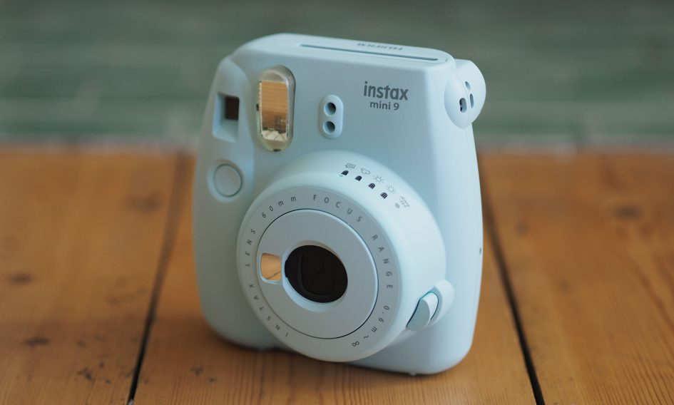 Fujifilm instax mini 9 review cameralabs howldb for Housse instax mini 9