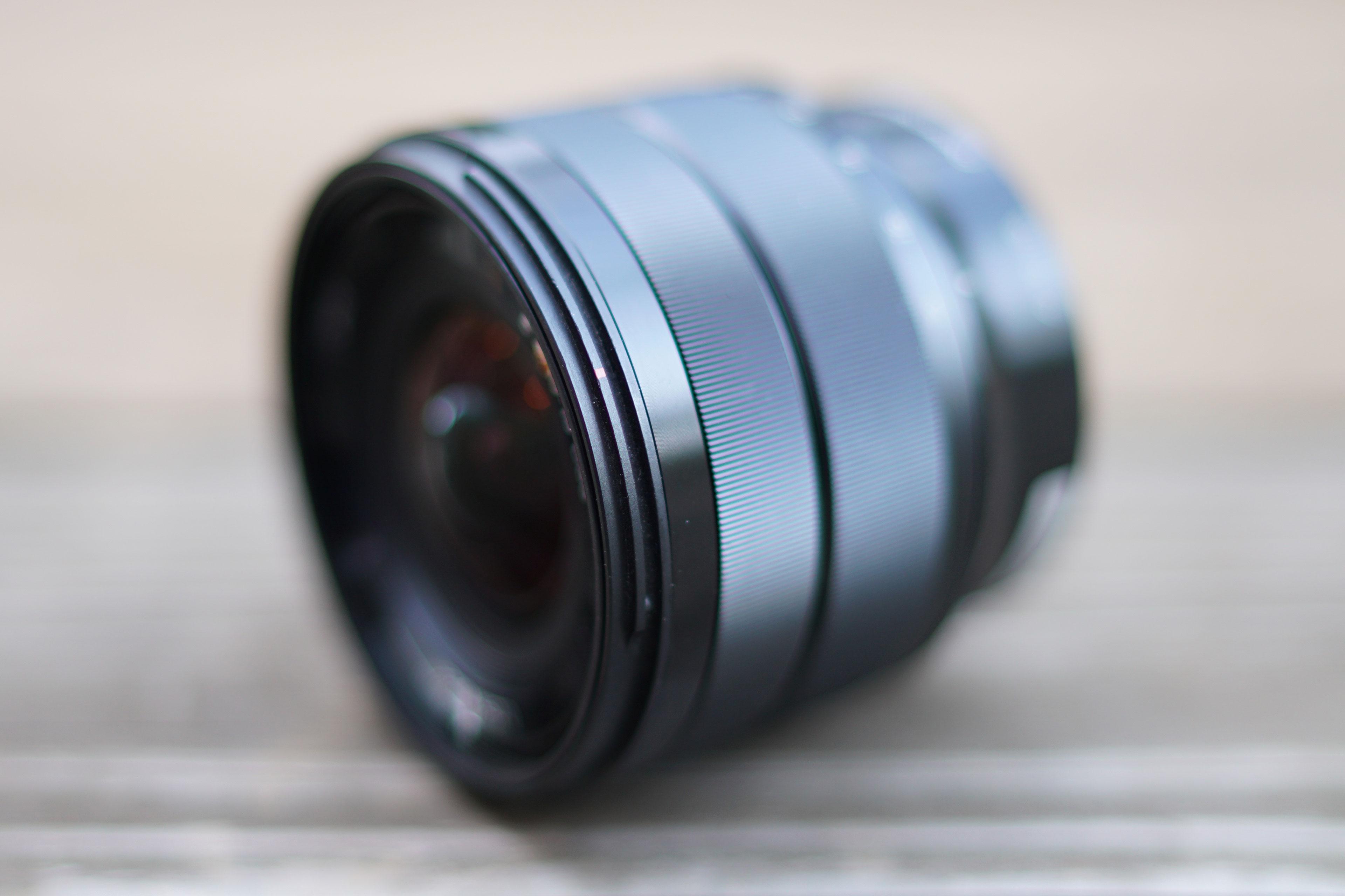 Sony-e-10-18mm-f4-hero2