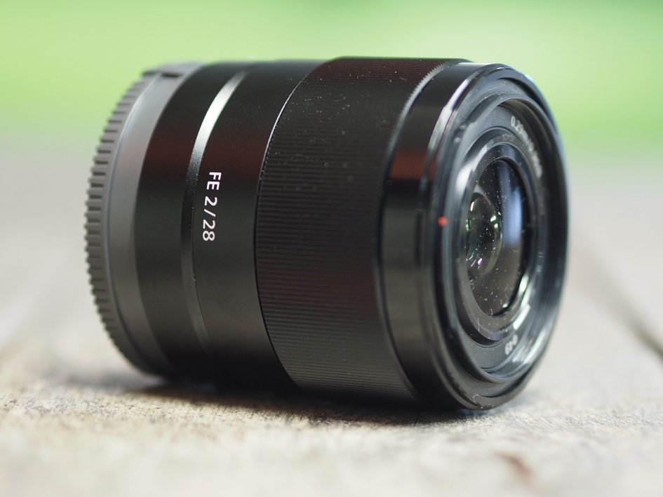 Sony-fe-28mm-f2-hero3