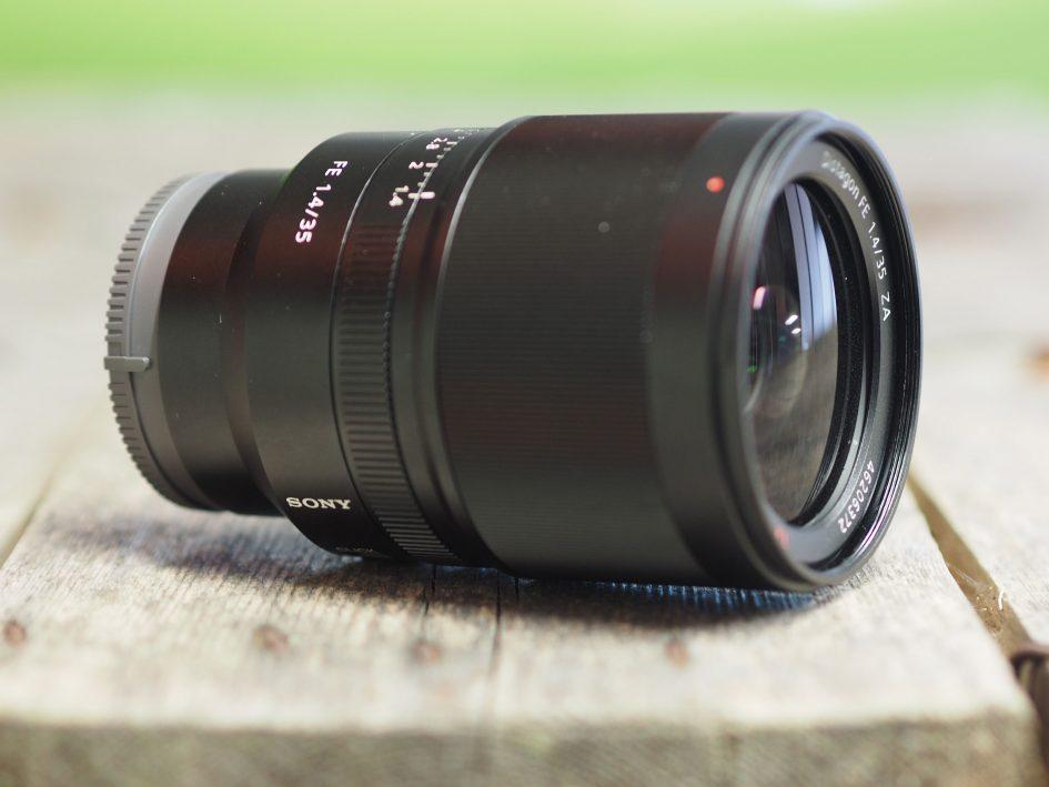 Sony-fe-35mm-f1-4-hero4