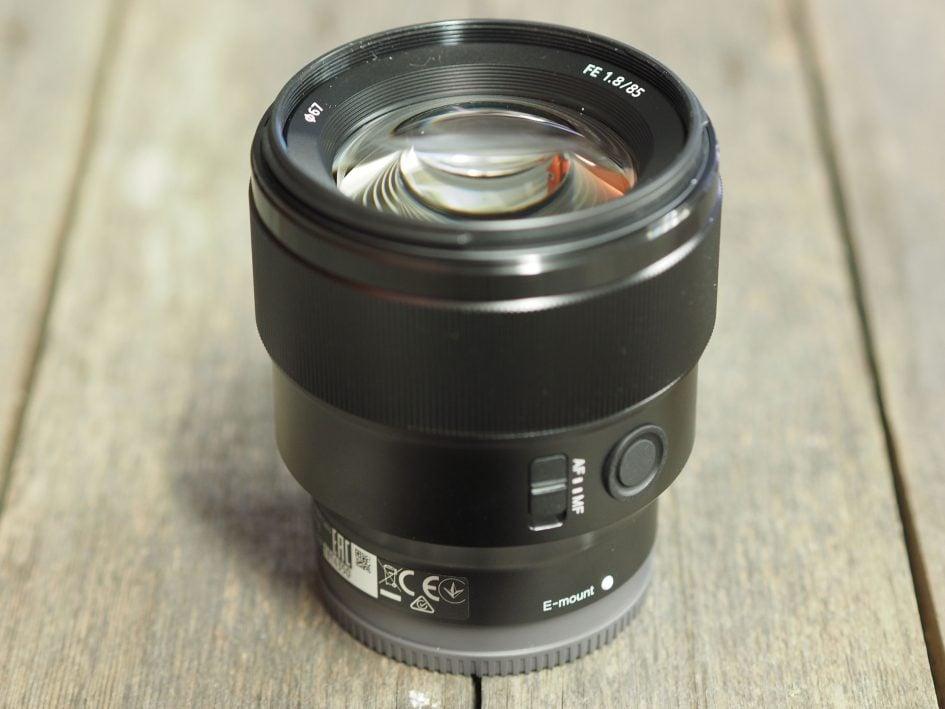 Sony-fe-85mm-f1-8-hero2