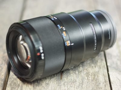 Sony-fe-90mm-f2-8-macro-hero2
