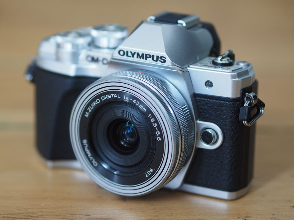Olympus-omd-em10-iii-hero5