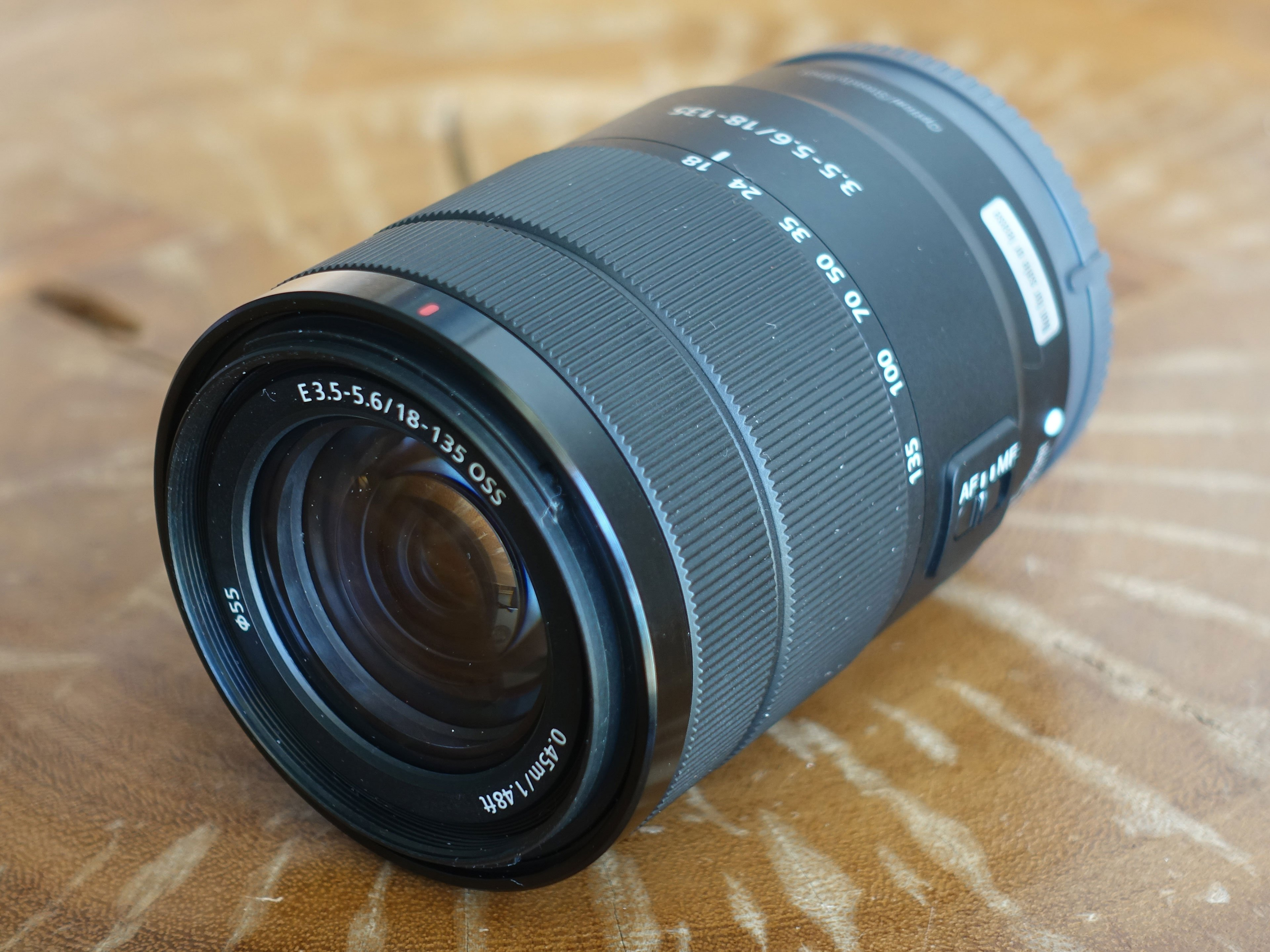 sony-e-18-135mm-hero1