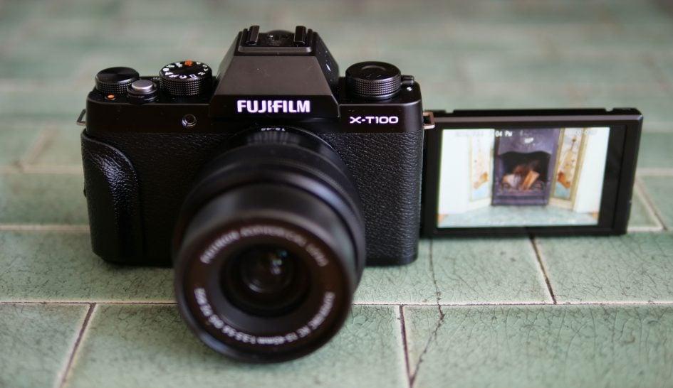 fujifilm-xt100-screen-flip