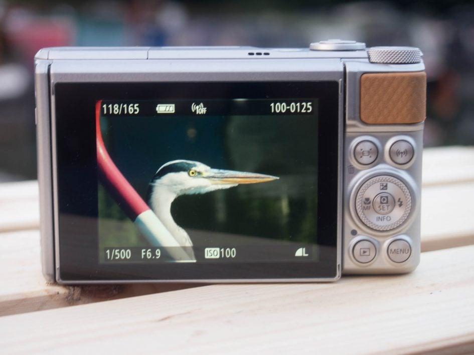 Canon-sx740hs-back-2000px
