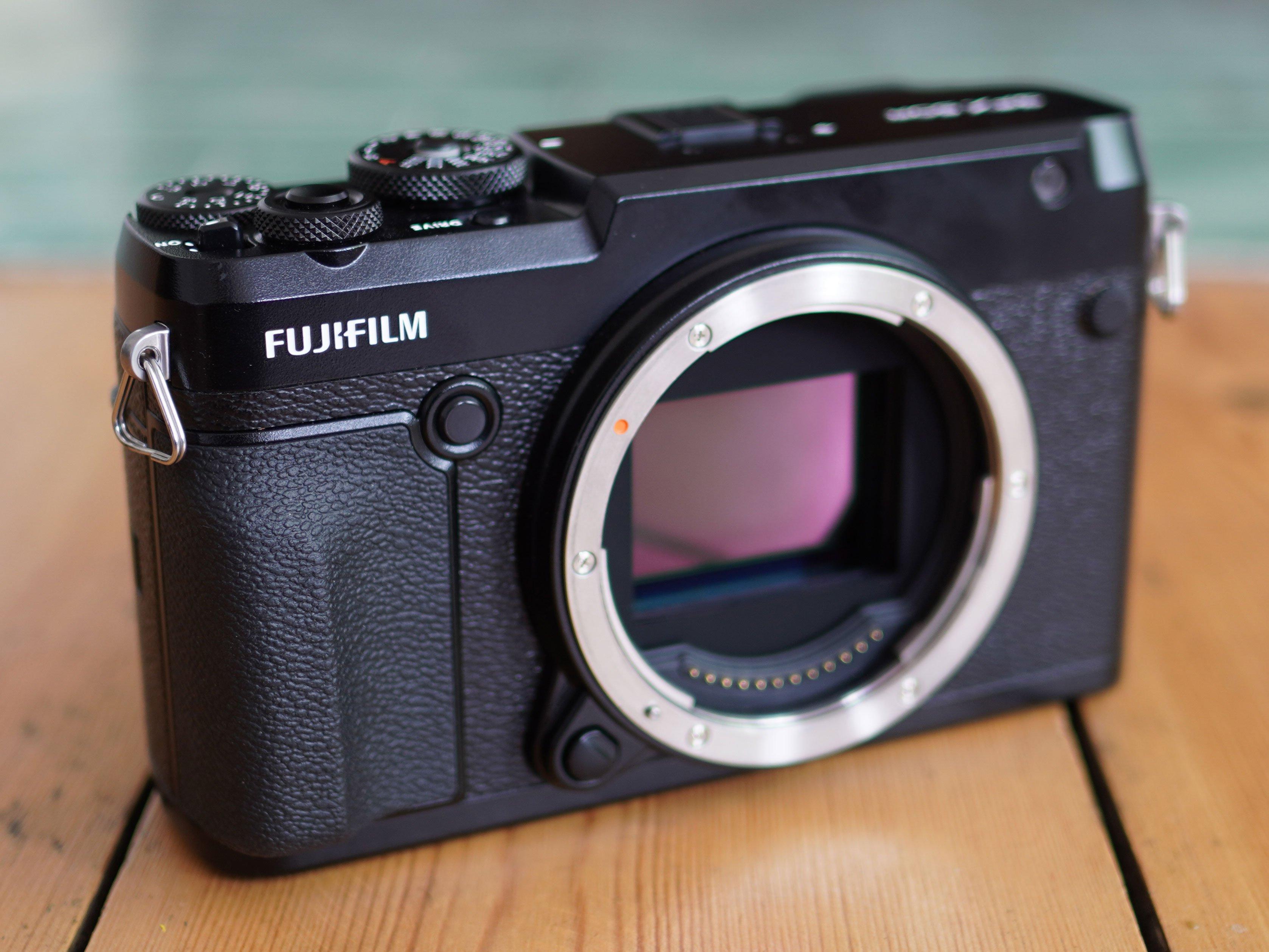 fujifilm-gfx-50r-32-hero7