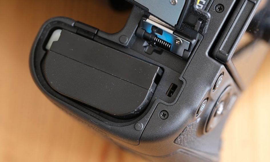 canon-eos-r-battery