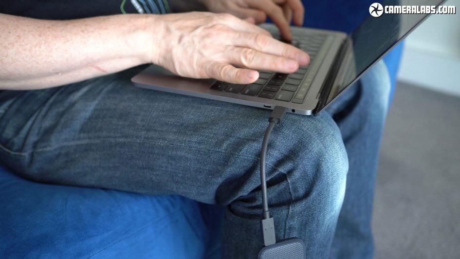 sandisk-extreme-portable-ssd-laptop-dangling