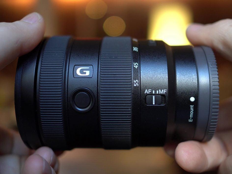 sony-e-16-55mm-f2-8-hero1