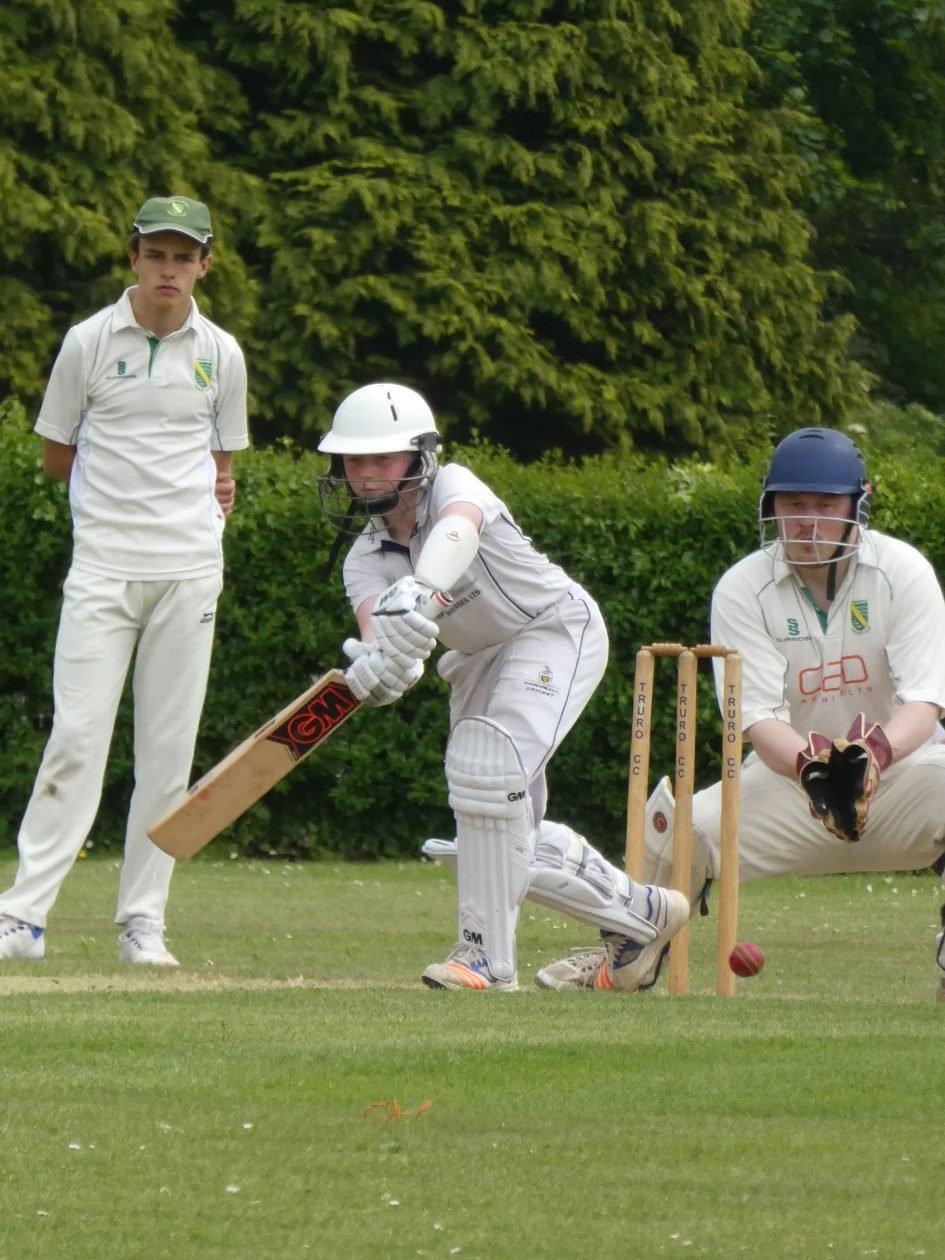 lumix_tz90_cricketer_1890px